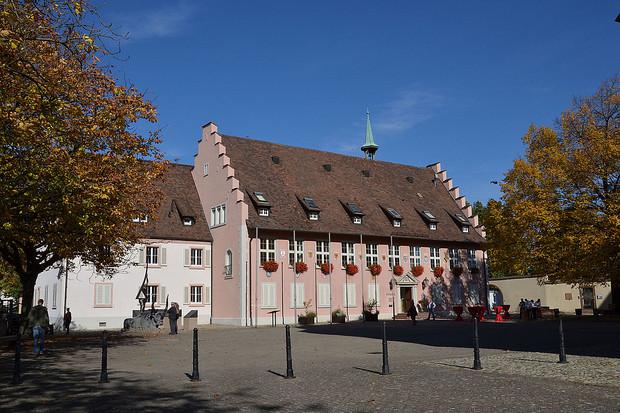 Das Rathaus am Münsterplatz - Quelle: Breisach-Touristik