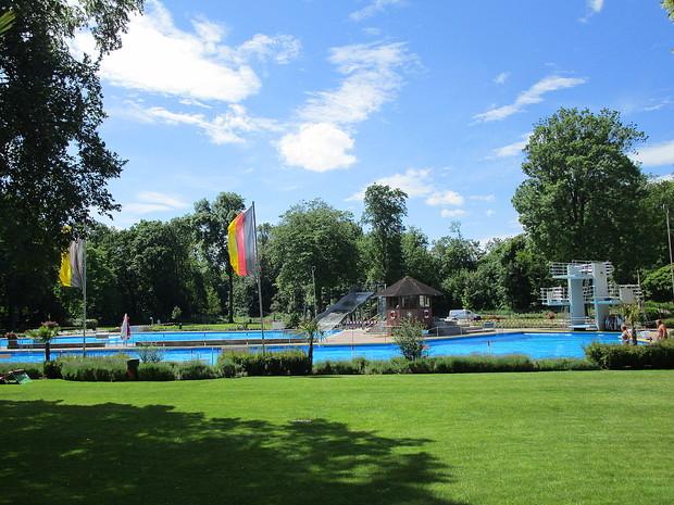 Schwimmbad Breisach mit neuer Rutsche